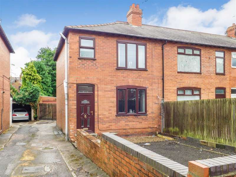 3 Bedrooms End Of Terrace House for sale in Close to Wakefield centre & train station - Darnley Avenue