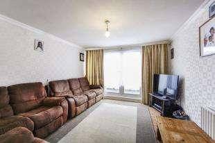 3 Bedrooms Terraced House for sale in Cheshire Close, Mitcham