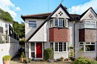 3 Bedrooms Semi Detached House for sale in Famet Avenue, Purley, Surrey