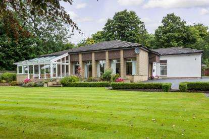 4 Bedrooms Bungalow for sale in Mill Road, Bothwell