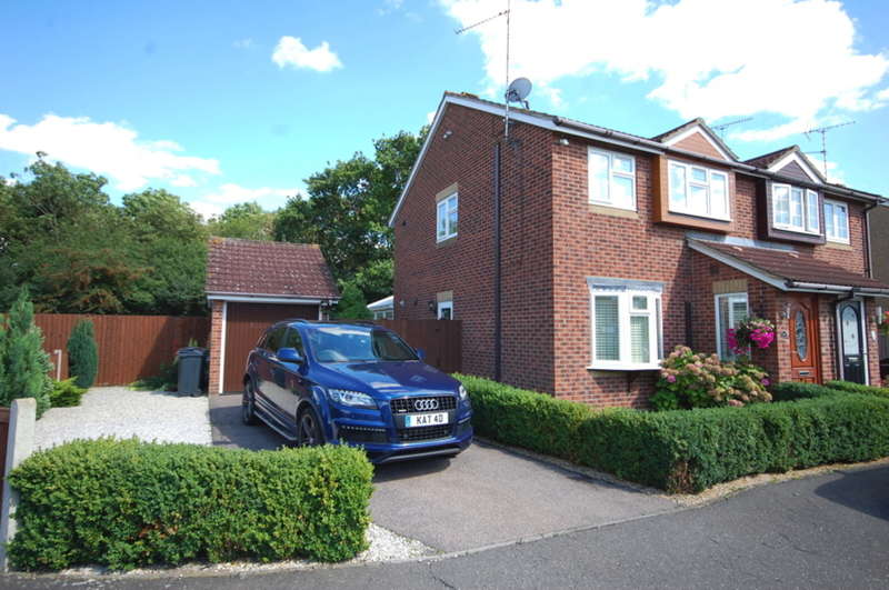 3 Bedrooms Semi Detached House for sale in Renoir Place, Springfield, Chelmsford, CM1