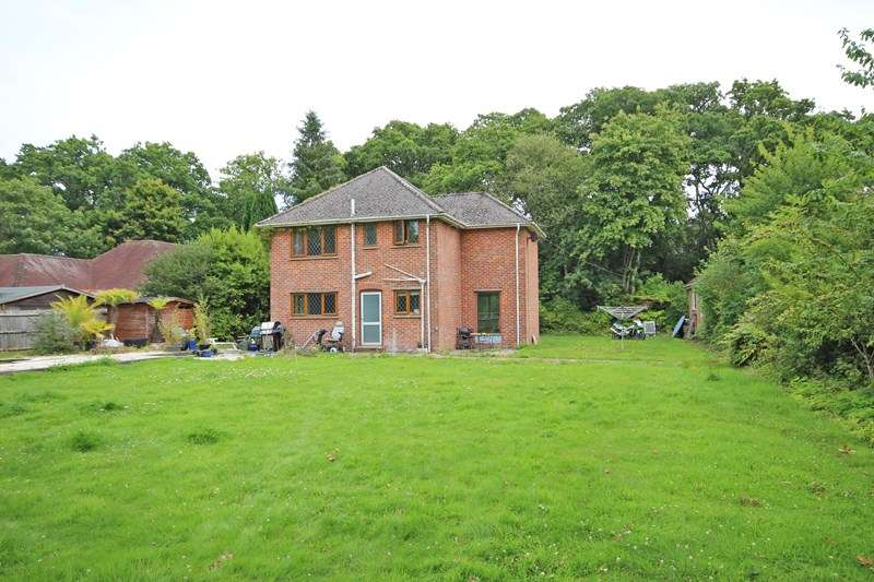 3 Bedrooms Detached House for sale in Fernhill Lane, New Milton