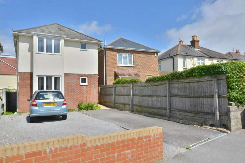 3 Bedrooms Detached House for sale in Heckford Park, Poole, BH15 2LA