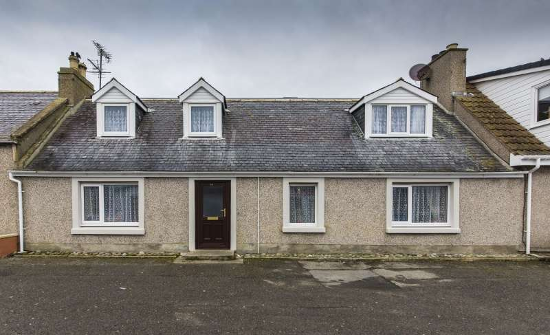 4 Bedrooms Terraced House for sale in Bank Street, Balintore, Tain, Highland, IV20 1UQ