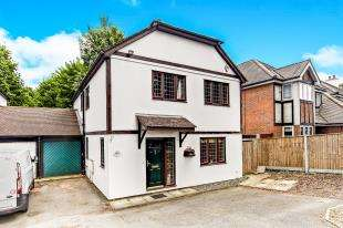 4 Bedrooms Link Detached House for sale in Woodcote Road, Wallington, Surrey, England