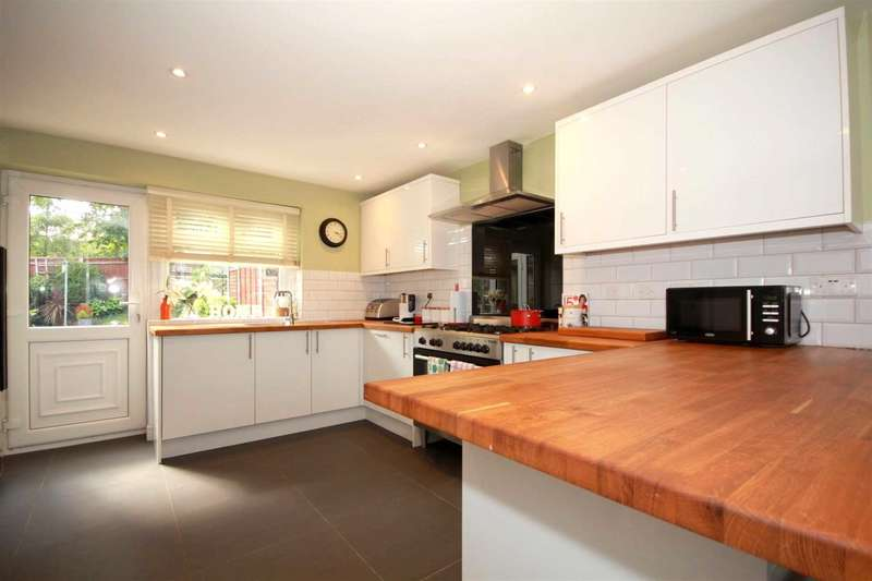 3 Bedrooms Terraced House for sale in 3 DOUBLE BED OVER 1070 SQ FT RECENTLY REFURB IN Jupiter Drive HP2