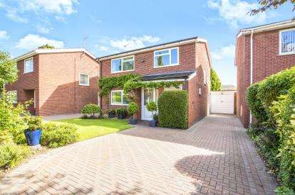 4 Bedrooms Detached House for sale in The Osiers, Buckden, St. Neots, Cambridgeshire