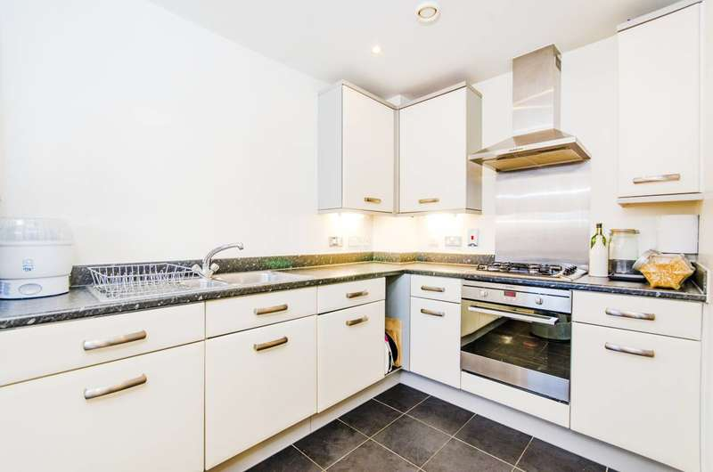 2 Bedrooms Flat for sale in Drinkwater Road, Rayners Lane, HA2