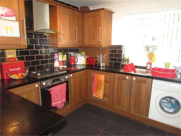 2 Bedrooms Flat for sale in The Oval, Conisbrough, Doncaster, DN12 3HZ