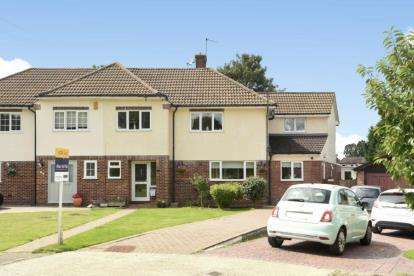 5 Bedrooms Semi Detached House for sale in Barnet Drive, Bromley