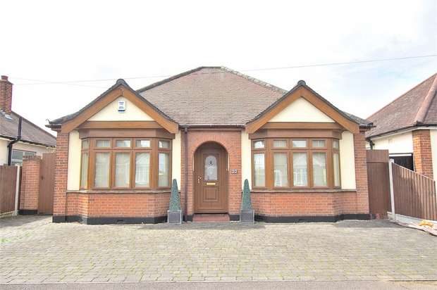 3 Bedrooms Detached Bungalow for sale in Grays, Essex