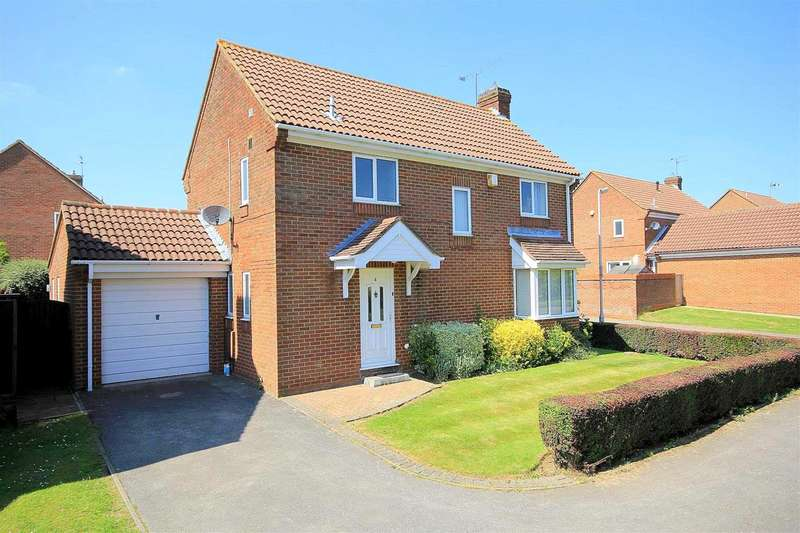 4 Bedrooms Detached House for sale in 4 BED DETACHED HOME with ENSUITE to MASTER BEDROOM in The Copse, Fields End, HP1