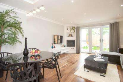 4 Bedrooms End Of Terrace House for sale in London