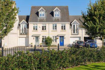 3 Bedrooms Semi Detached House for sale in Rosebay Gardens, Cheltenham, Gloucestershire