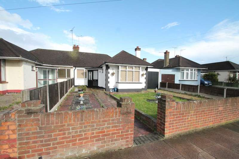 3 Bedrooms Semi Detached Bungalow for sale in Rochford Road, Southend On Sea
