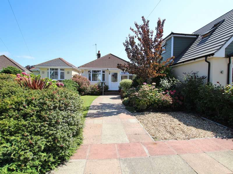 2 Bedrooms Detached Bungalow for sale in Winifred Road, Oakdale, Poole, BH15
