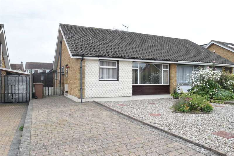 3 Bedrooms Bungalow for sale in Chaplin Close, Galleywood, Chelmsford