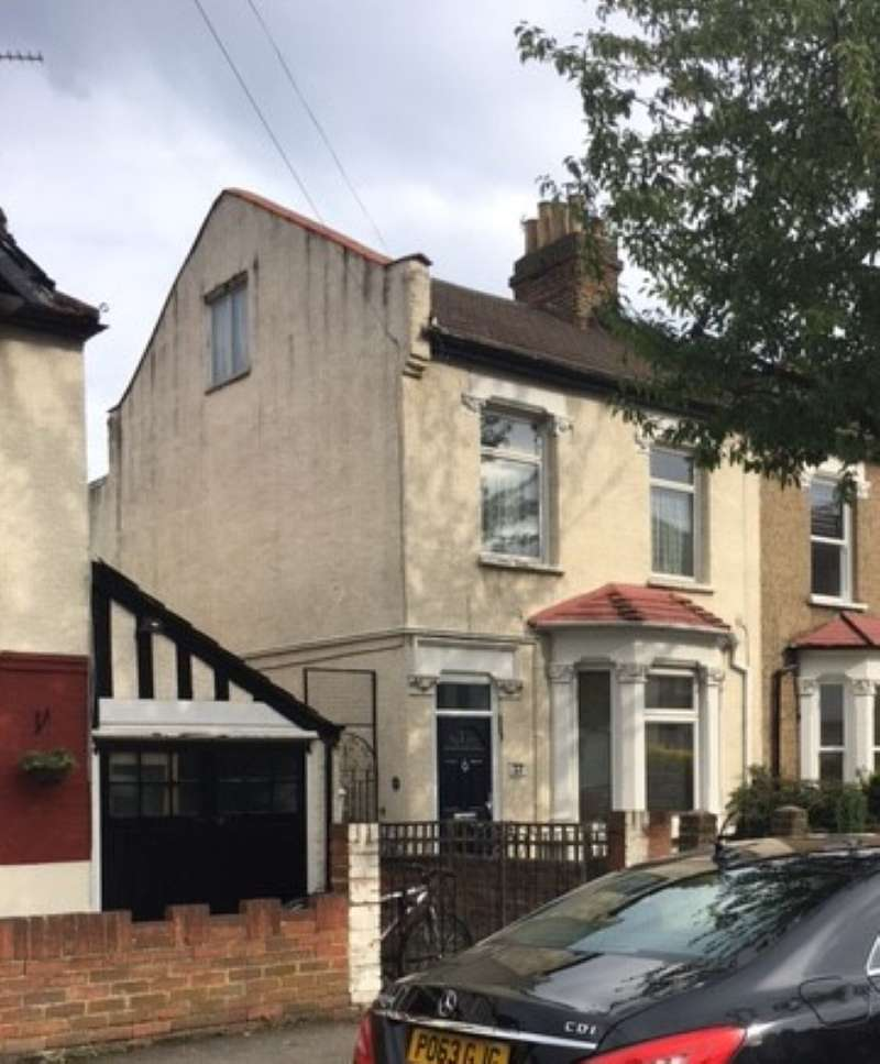 2 Bedrooms Apartment Flat for sale in Stanley Road, South Woodford, London, E18 2NR