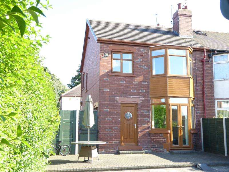 3 Bedrooms House for sale in Harehills Park Road, Leeds, LS9