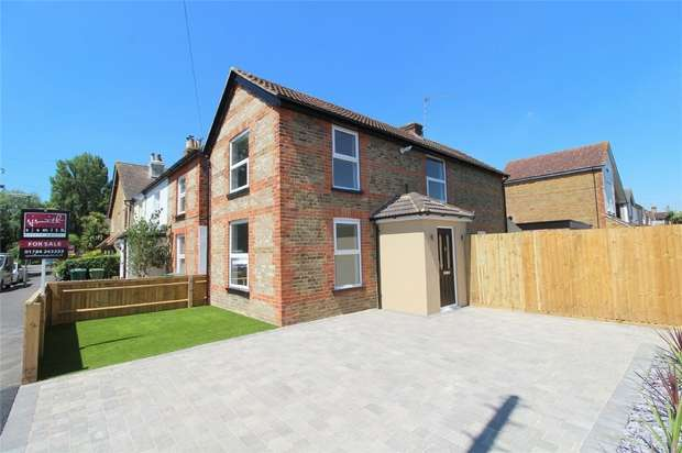 3 Bedrooms Detached House for sale in Adelaide Road, Ashford, Middlesex