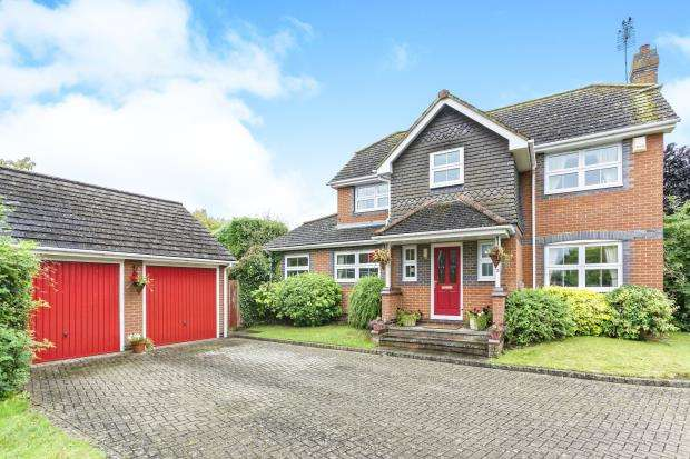 4 Bedrooms Detached House for sale in Church Crookham, Fleet, Hampshire