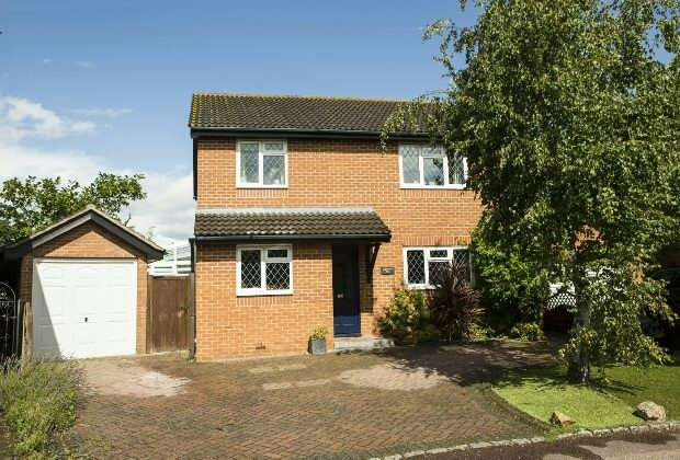 4 Bedrooms Detached House for sale in Plympton Close, Earley., Reading,