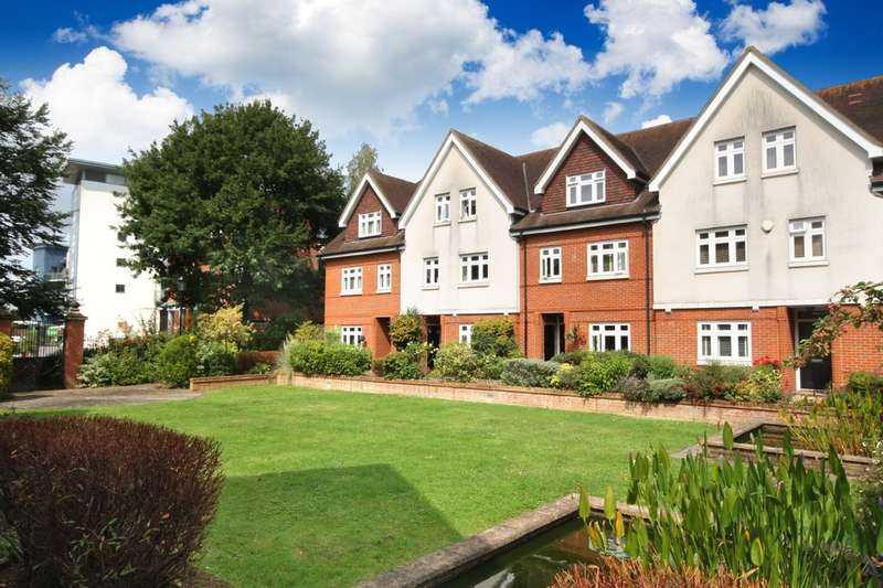 3 Bedrooms Town House for sale in Hewells Court, Black Horse Way