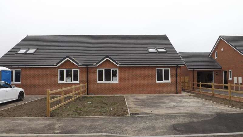 3 Bedrooms Bungalow for sale in Main Street, Red Row, Morpeth, Northumberland, NE61 5BL