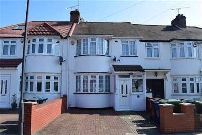 3 Bedrooms Terraced House for sale in Carmelite Road, Harrow Weald