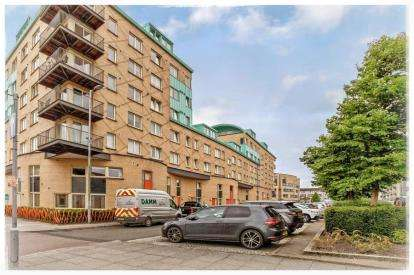 3 Bedrooms Flat for sale in Queen Elizabeth Gardens, New Gorbals, Glasgow