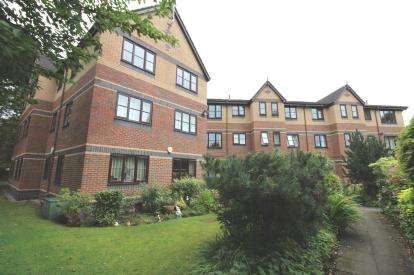2 Bedrooms Flat for sale in Henley Grange, Gatley Road, Cheadle