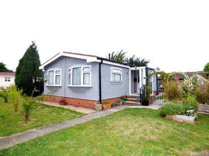 1 Bedroom Mobile Home for sale in Keys Park, Parnwell Way, Peterborough, Cambridgeshire