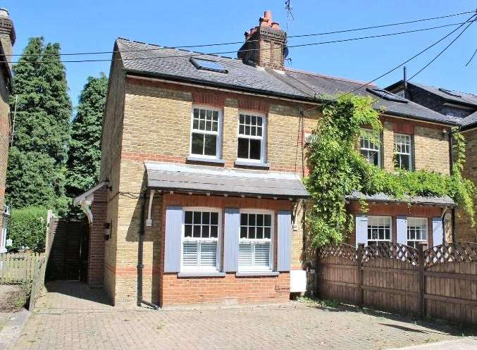 3 Bedrooms Semi Detached House for sale in Oak Cottages, Hill End Road, Harefield, Uxbridge, UB9