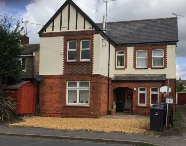 3 Bedrooms Apartment Flat for sale in The Gables, Andover Road, Ludgershall