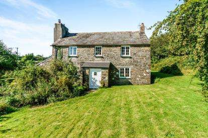 4 Bedrooms Detached House for sale in Lostwithiel, Cornwall, UK