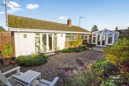 2 Bedrooms Bungalow for sale in Pargeter Close, Greatworth, Banbury, Northamptonshire