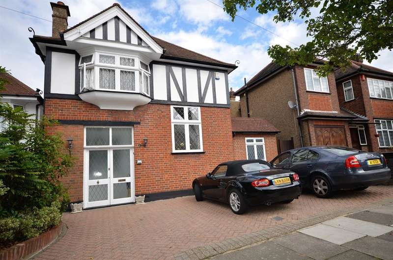 3 Bedrooms Detached House for sale in Trevelyan Crescent, Kenton, Harrow, Middlesex, HA3 0RL