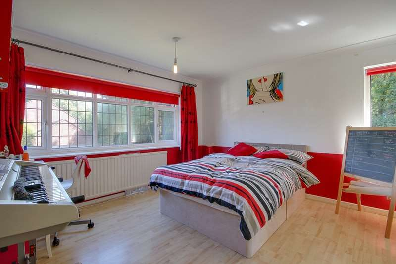 4 Bedrooms Detached House for sale in Meadow Valley, Leeds, West Yorkshire, LS17