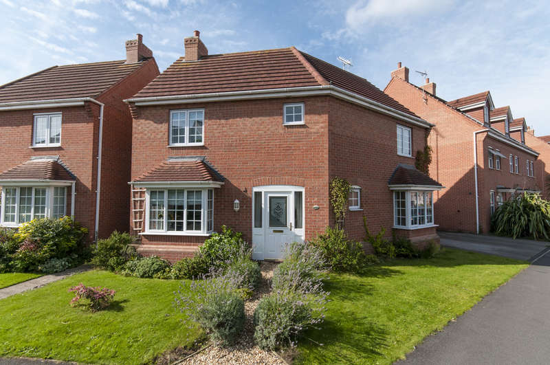 3 Bedrooms Semi Detached House for sale in Glover Road, Castle Donington