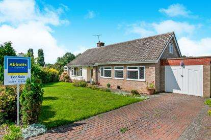 3 Bedrooms Bungalow for sale in Fornham St. Martin, Bury St. Edmunds, Suffolk