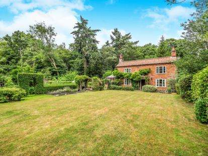 4 Bedrooms Detached House for sale in Worstead, North Walsham, Norfolk