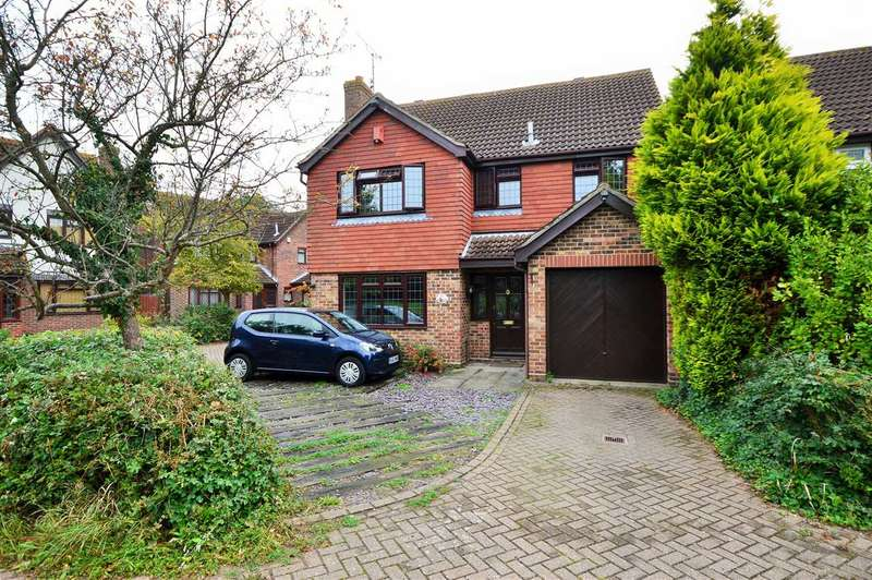 4 Bedrooms Detached House for sale in Blakehall Drive, Wickford