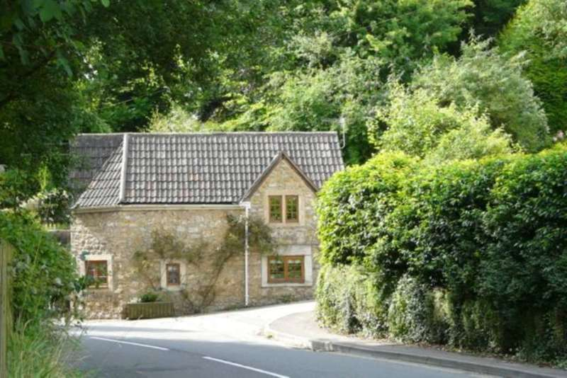 3 Bedrooms Cottage House for rent in Bruton