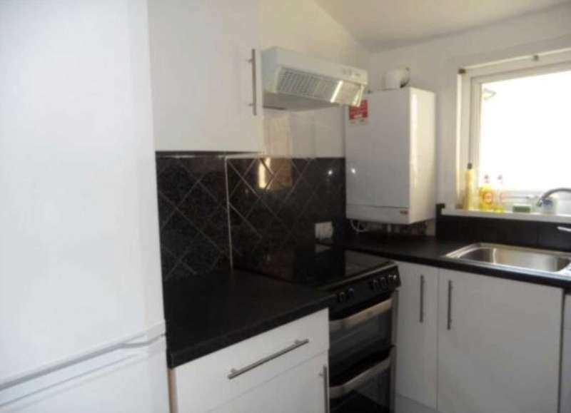 4 Bedrooms Flat for rent in Barking Road, Plaistow, E13 9JU