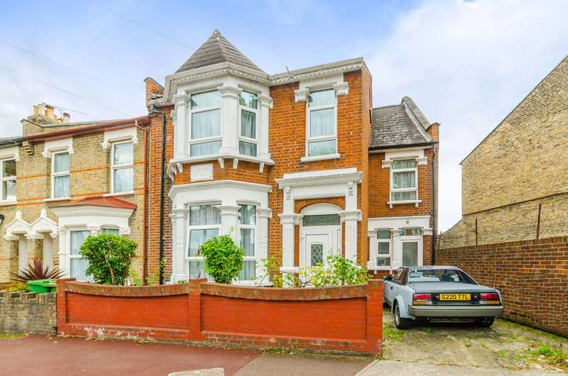 5 Bedrooms House for rent in Ruskin Avenue, Manor Park, E12
