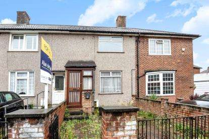 2 Bedrooms Terraced House for sale in Prestbury Square, London