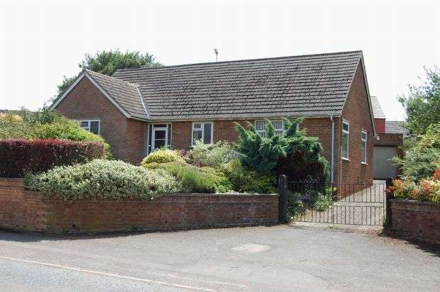 3 Bedrooms Detached Bungalow for sale in Guilsborough Road, West Haddon, Northampton NN6 7AD