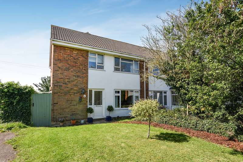 3 Bedrooms Semi Detached House for sale in Swinburne Avenue, Hitchin, SG5