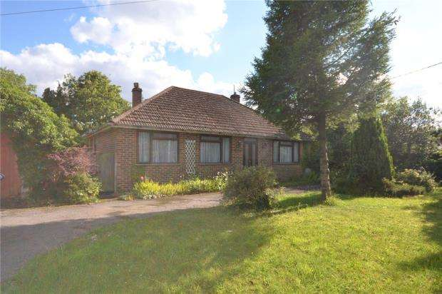 3 Bedrooms Detached Bungalow for sale in Silchester Road, Tadley, Hampshire