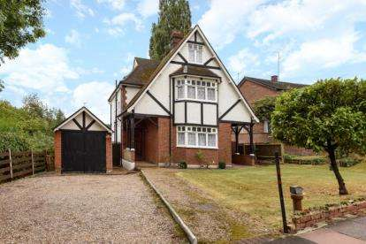 5 Bedrooms Detached House for sale in Park Hill Road, Bromley